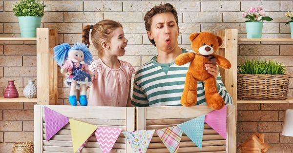 A bábjáték a beszédkészség és a szókincs fejlesztése mellett az érzelmi intelligenciára is kedvezően hat.