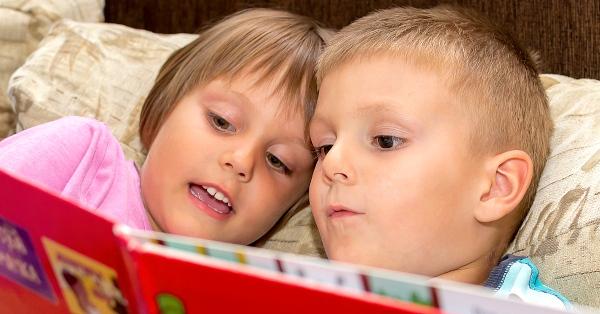 A mesekönyvek segíthetnek megszerettetni a könyveket a kicsikkel, ami a tanuláshoz és a felnőtt kori sikerekhez is hasznos.